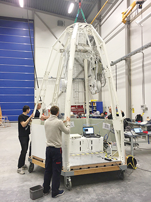 Snart på ballongfärd: PoGO+-gondolen genomgår tester på Esrange. (Foto: Mark Pearce)