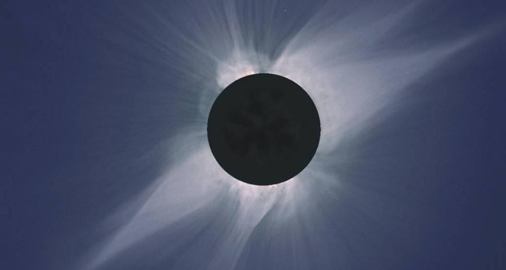 Bild: Steve Albers, Boulder, CO; Dennis DiCicco, Sky and Telescope; Gary Emerson, E. E. Barnard Observatory
