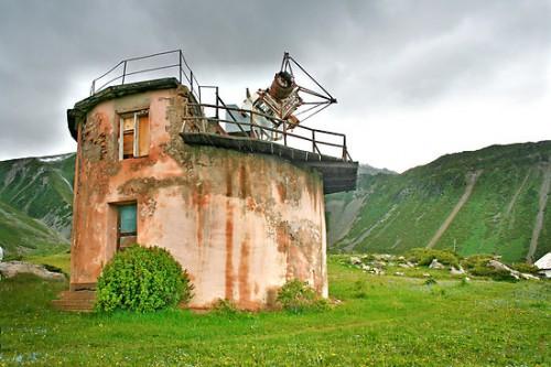 Gammalt teleskop i Kazakstan