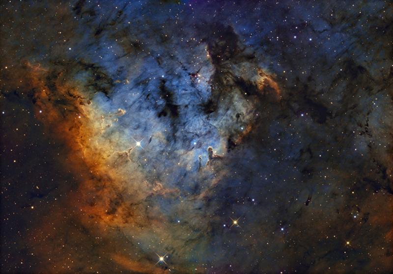 25 Nebulosan NGC 7822