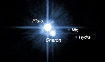 Bild: NASA, ESA, H. Weaver (JHU/APL), A. Stern (SwRI) och HST Pluto Companion Search Team