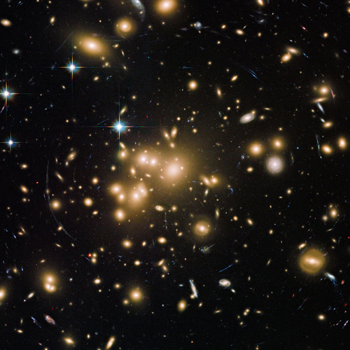 Bild: NASA, ESA, Hubble Heritage Team (STScI/AURA), J. Blakeslee (NRC Herzberg Astrophysics Program, Dominion Astrophysical Observatory), och H. Ford (JHU)