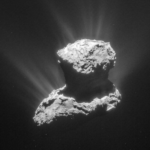 Lastad med några av livets ingredienser: kometen 67P. (Bild: ESA/Rosetta/NavCam)