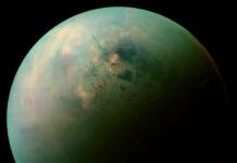 Titan med sjöar enligt sonden Cassinis infrarödkamera Bild: NASA/JPL-Caltech/SSI