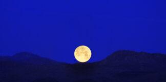 Månen över Mojave öknen, Kalifornien. Bildkälla: Jessie Eastland